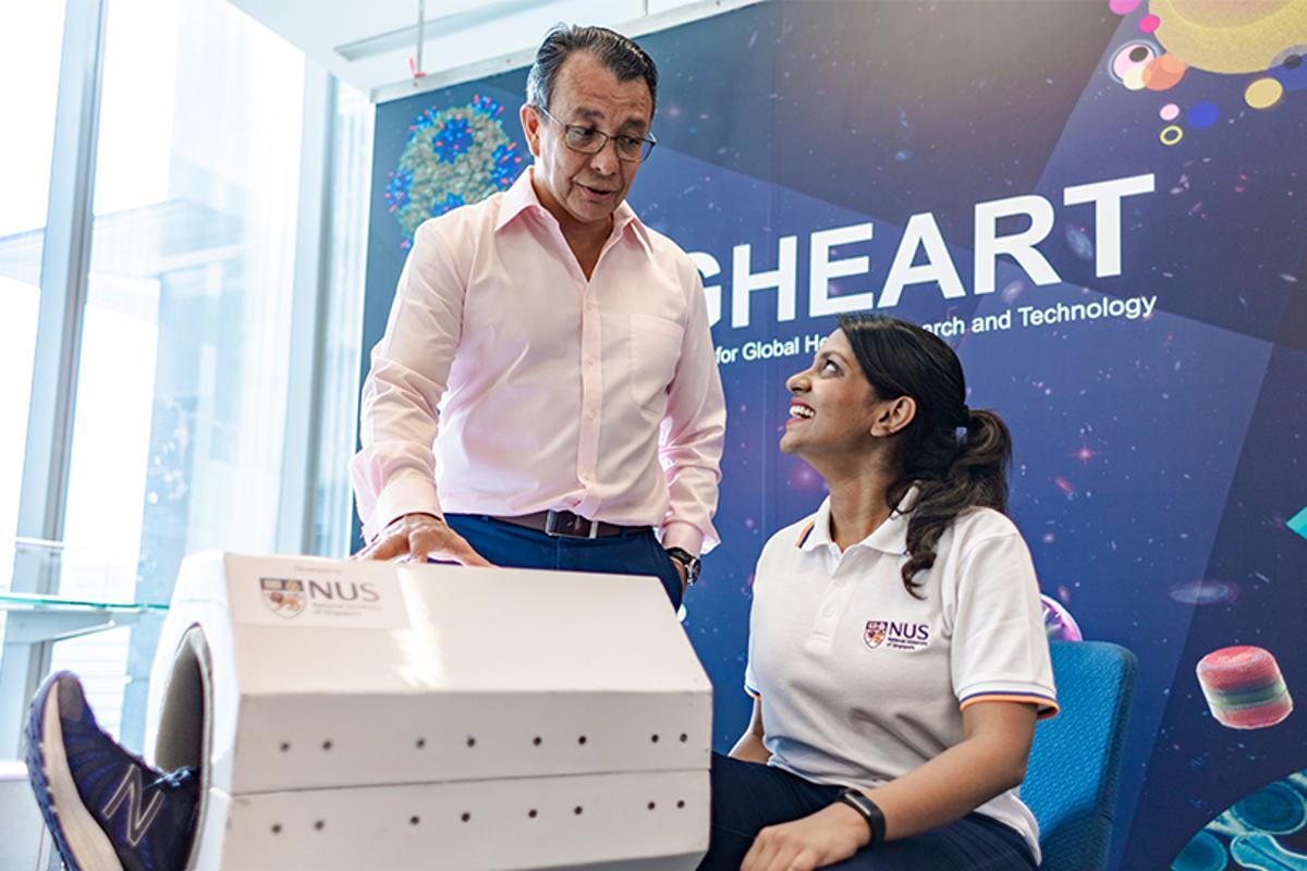 Assoc. Prof. Alfredo Franco-Obregón (left) with the MRegen device