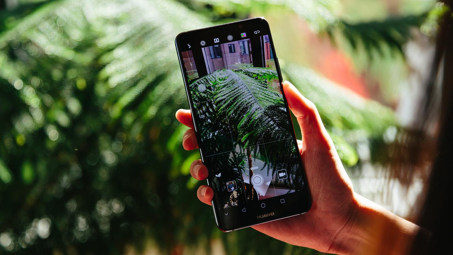 Huawei's latest smartphones stretch to 5.9-inch and 6-inch displays