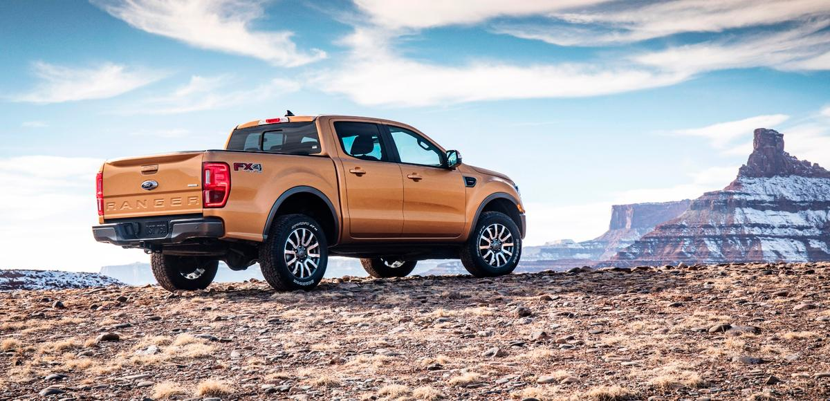 The 2019 Ford Ranger's 2.3-liter engine is rated at 270 hp (201 kW) and 310 lb-ft (420 Nm) of torque