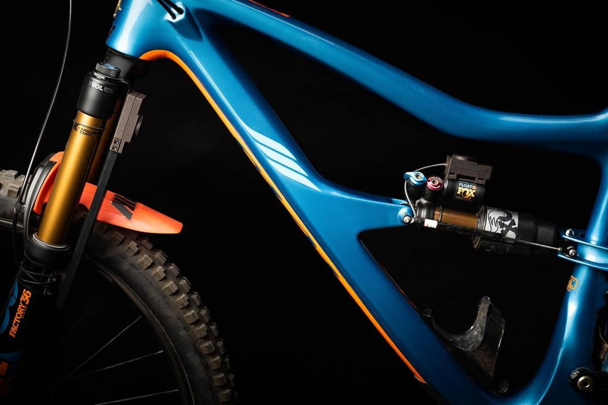 The MotionIQ system, with its fork- and shock-mounted sensing units