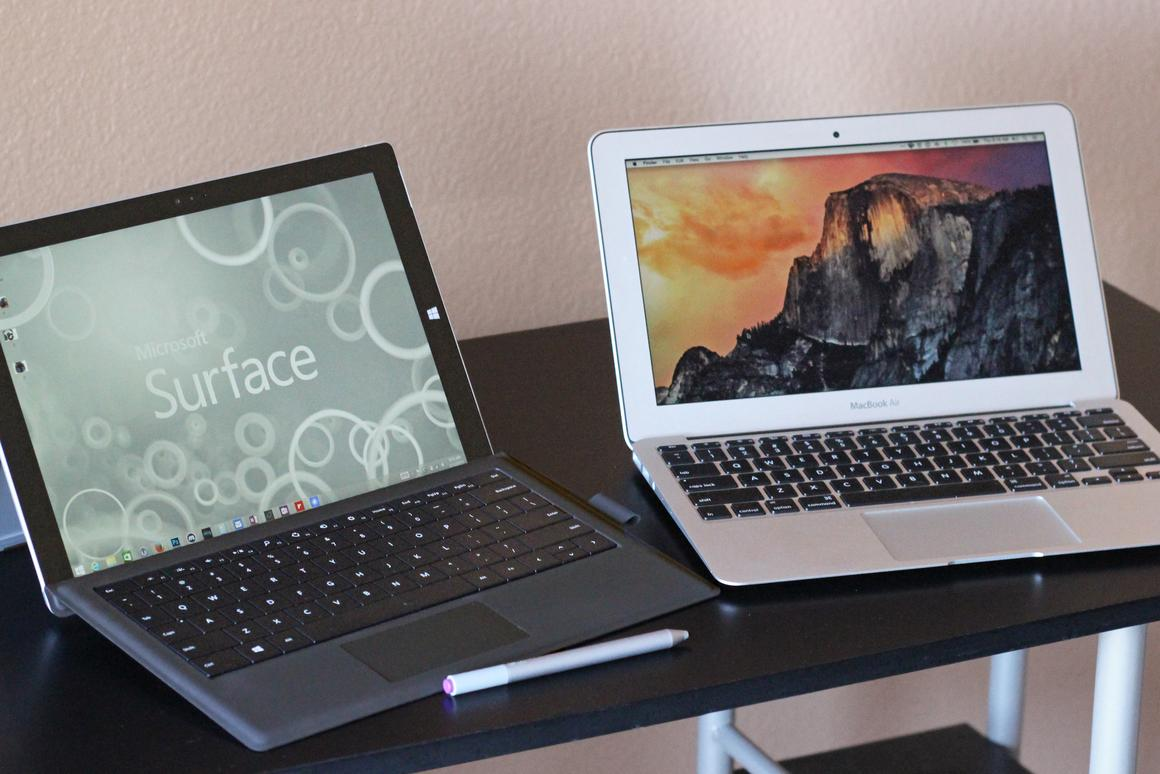Gizmag goes hands-on to compare the Microsoft Surface Pro 3 (left) and 11-in Apple MacBook Air (Photo: Will Shanklin/Gizmag.com)