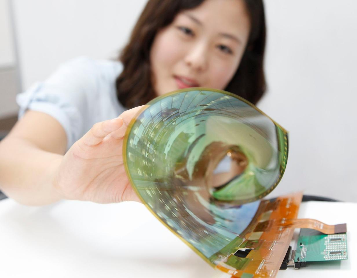 LG Display's new flexible OLED panel can be rolled up to a radius of 3 cm