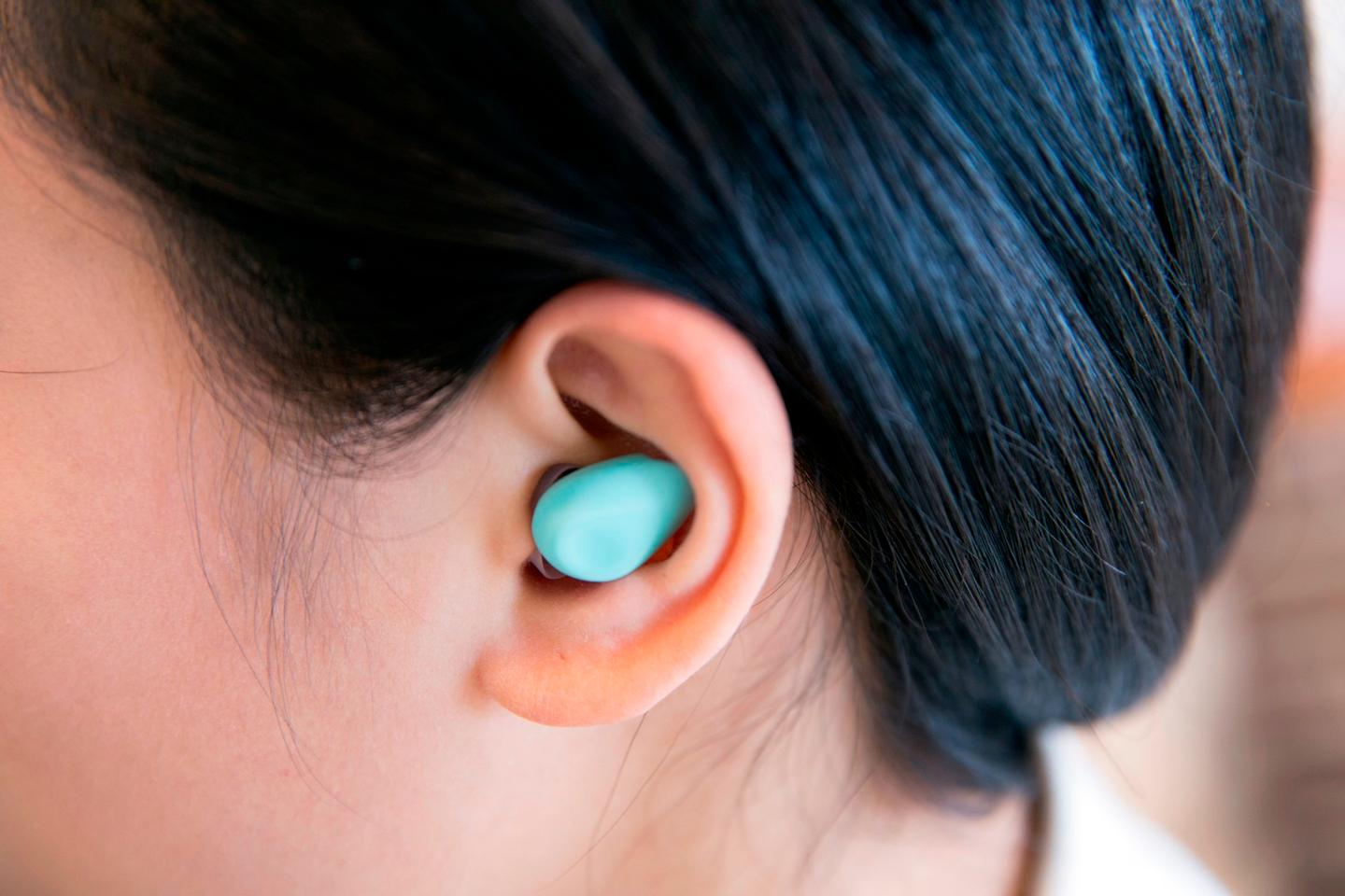 The Yono has a layer of soft silicon whichhelps it sit comfortable within the ear throughout the night