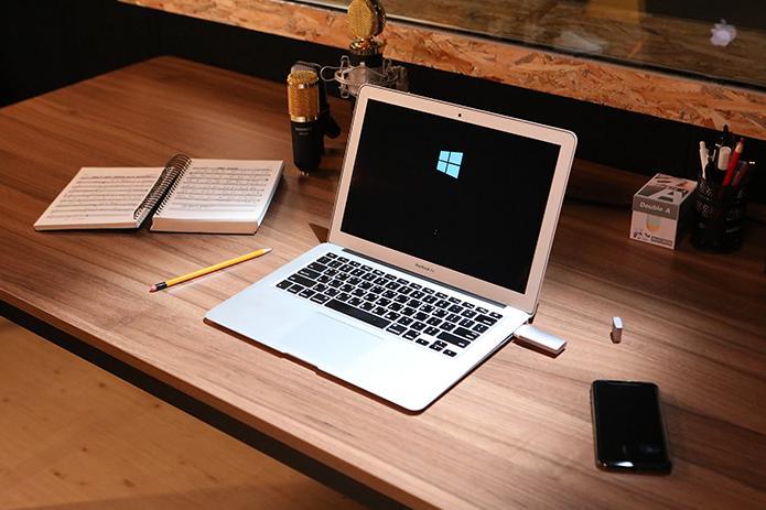 SuperSpeedBlazer boots windows on a Mac in around 10 seconds