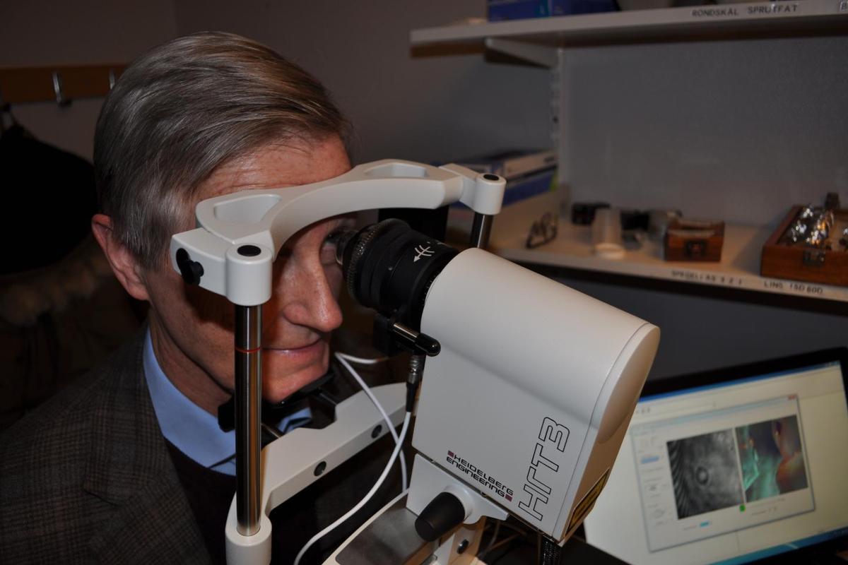 Prof. Olov Rolandsson, undergoing the eye exam