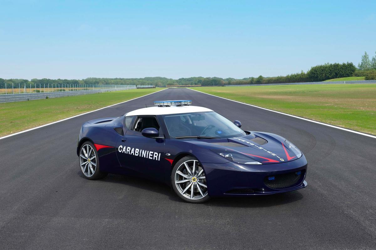 Lotus is also teaching Carabinieri drivers new high speed driving skills (Photo: Lotus)