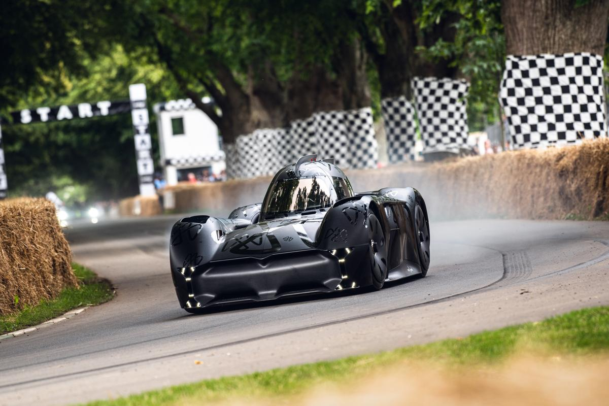 The McMurtry Spéirling looks like a mini Batmobile, but it's a single-seat electric hypercar with monster power and a screaming underbody fan adding 500 kg of downforce and 120 decibels