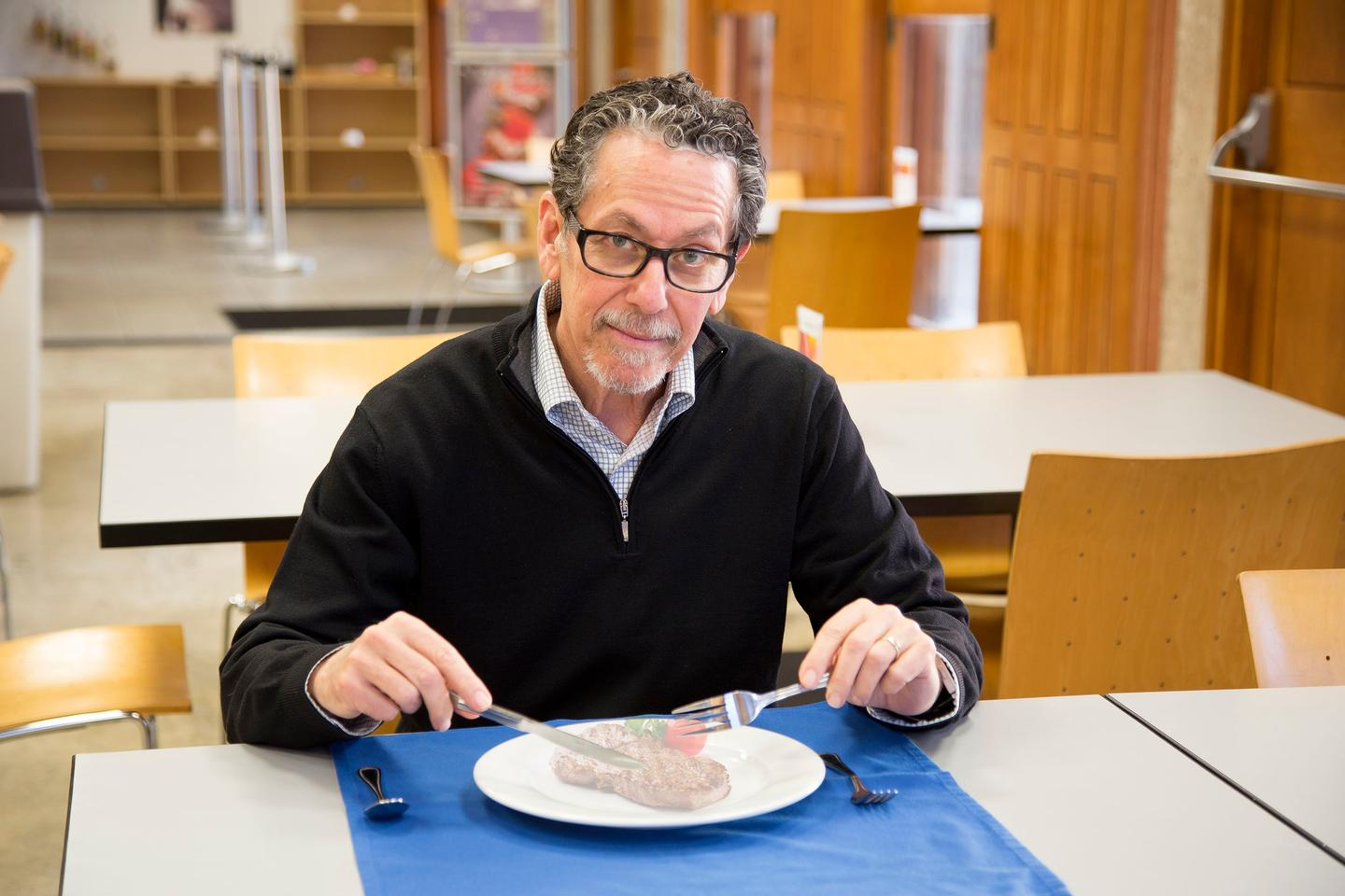 """Lead scientist Ronald Evans consuming an """"imaginary meal,"""" of the type that fexaramine could cause the body to believe is being consumed (Photo: Salk Institute for Biological Studies)"""