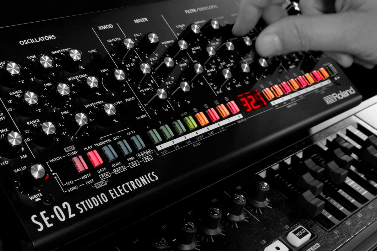 The SE-02 Analog Synthesizer comes with 384 sound presets cooked in, which can be modified and saved locally for quick recall
