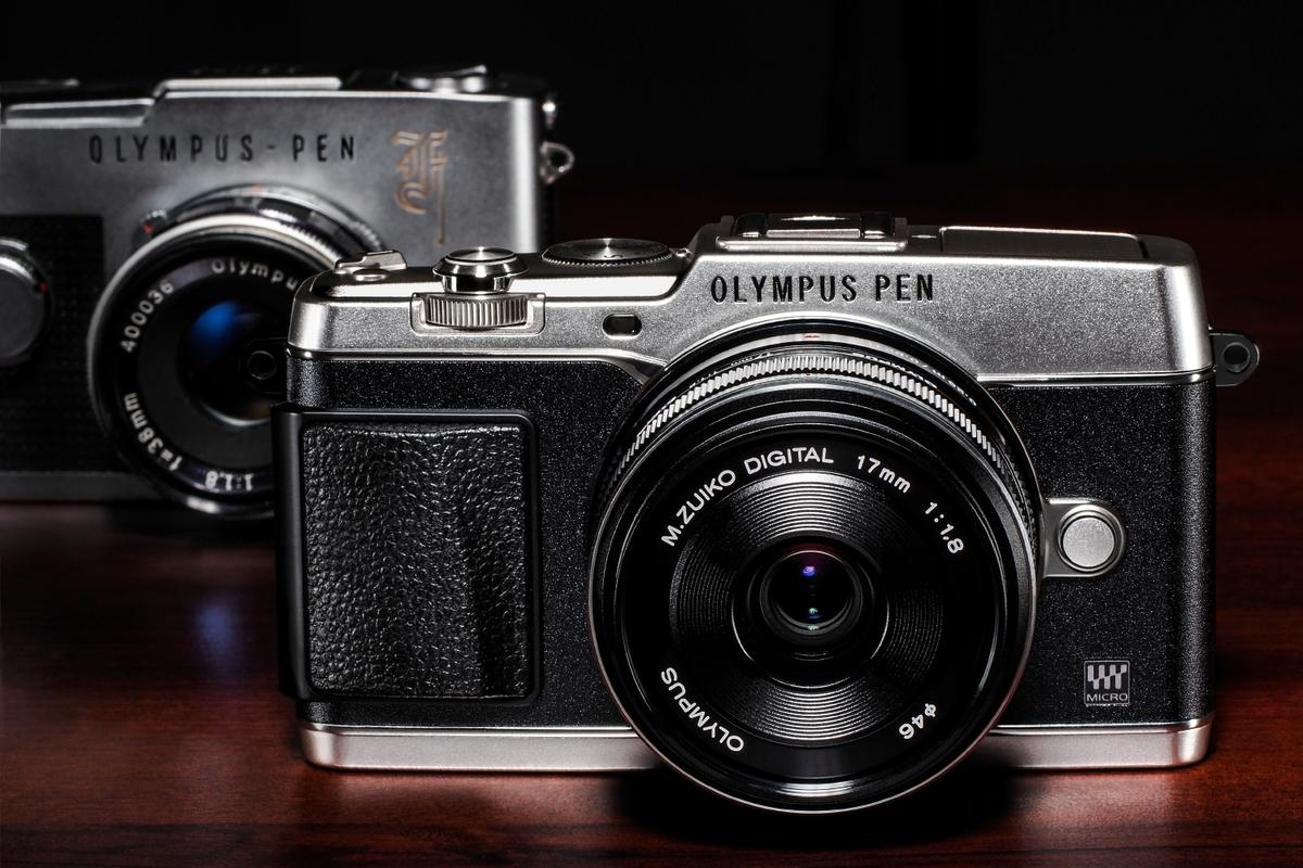 The design of the Olympus PEN E-P5 certainly does the job of paying homage to the original PEN F