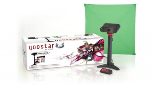 Yoostar brings green-screen technology to your home to put you in movie scenes next to your favorite actors