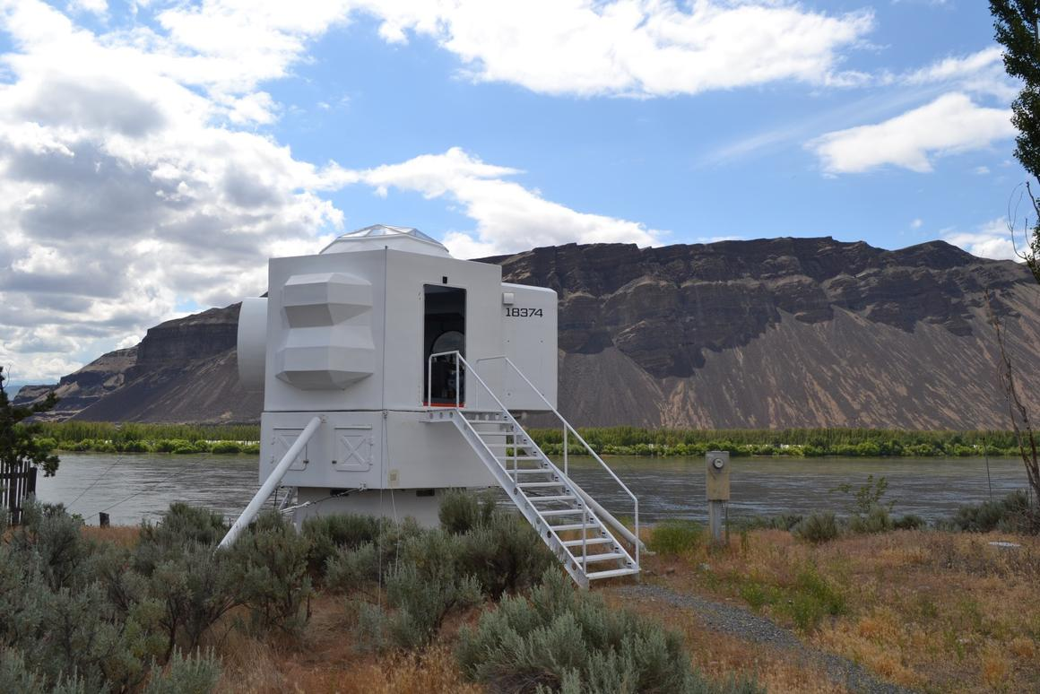 No, a spacecraft hasn't landed in rural Washington state. It's the Lunar Lander micro home designed and built by Kurt Hughes