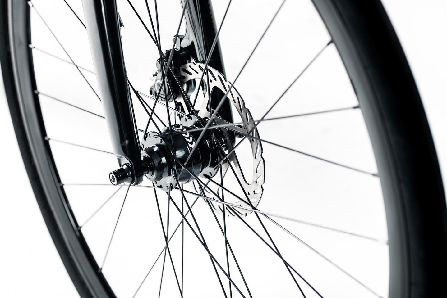 The Stadtfuchs featureshydraulic disc brakes