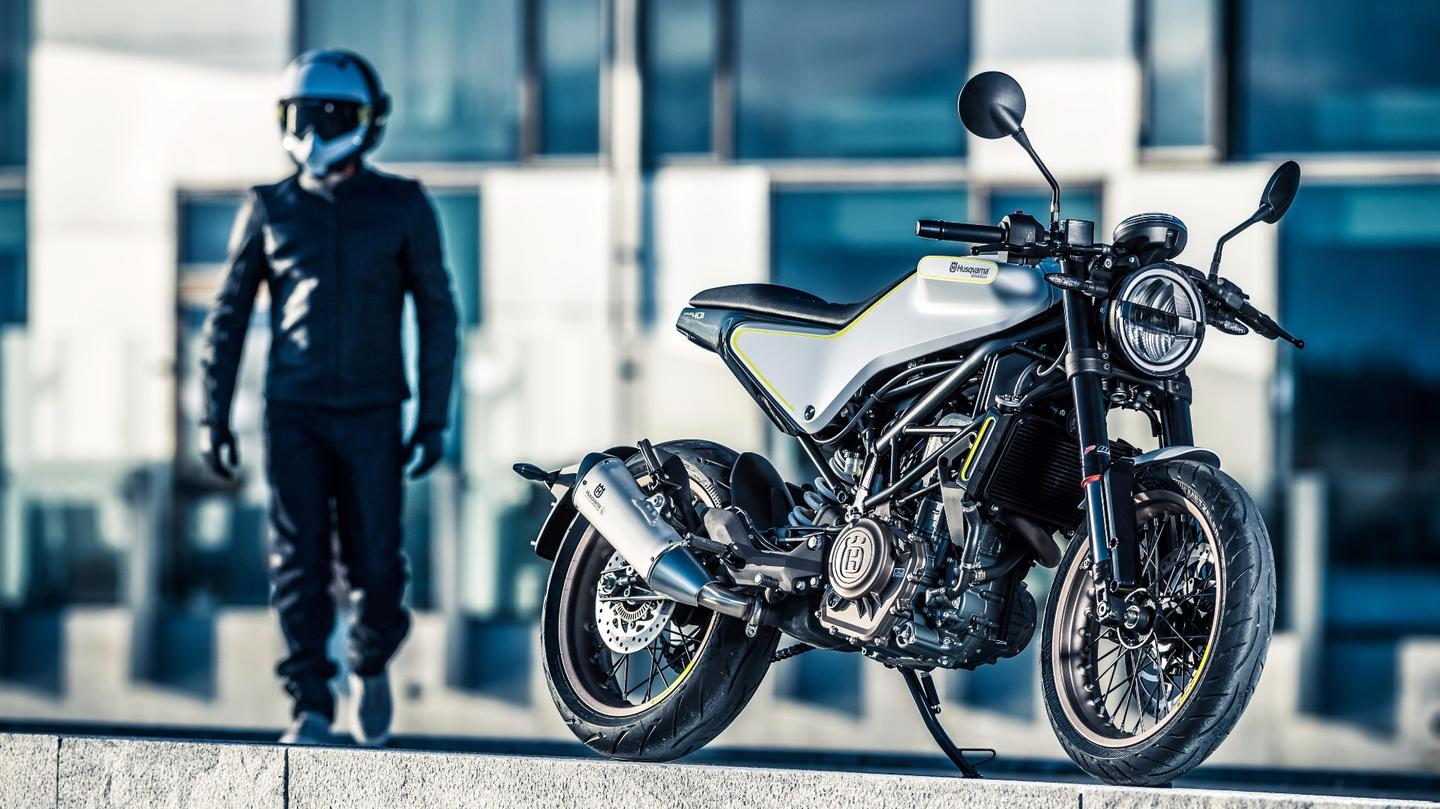 Husqvarna's 401 Vitpilen uses the same 44 hp 375cc single cylinder motor deployed in the KTM Duke. Not surprisingly, suspension at both ends is handled by WP units.