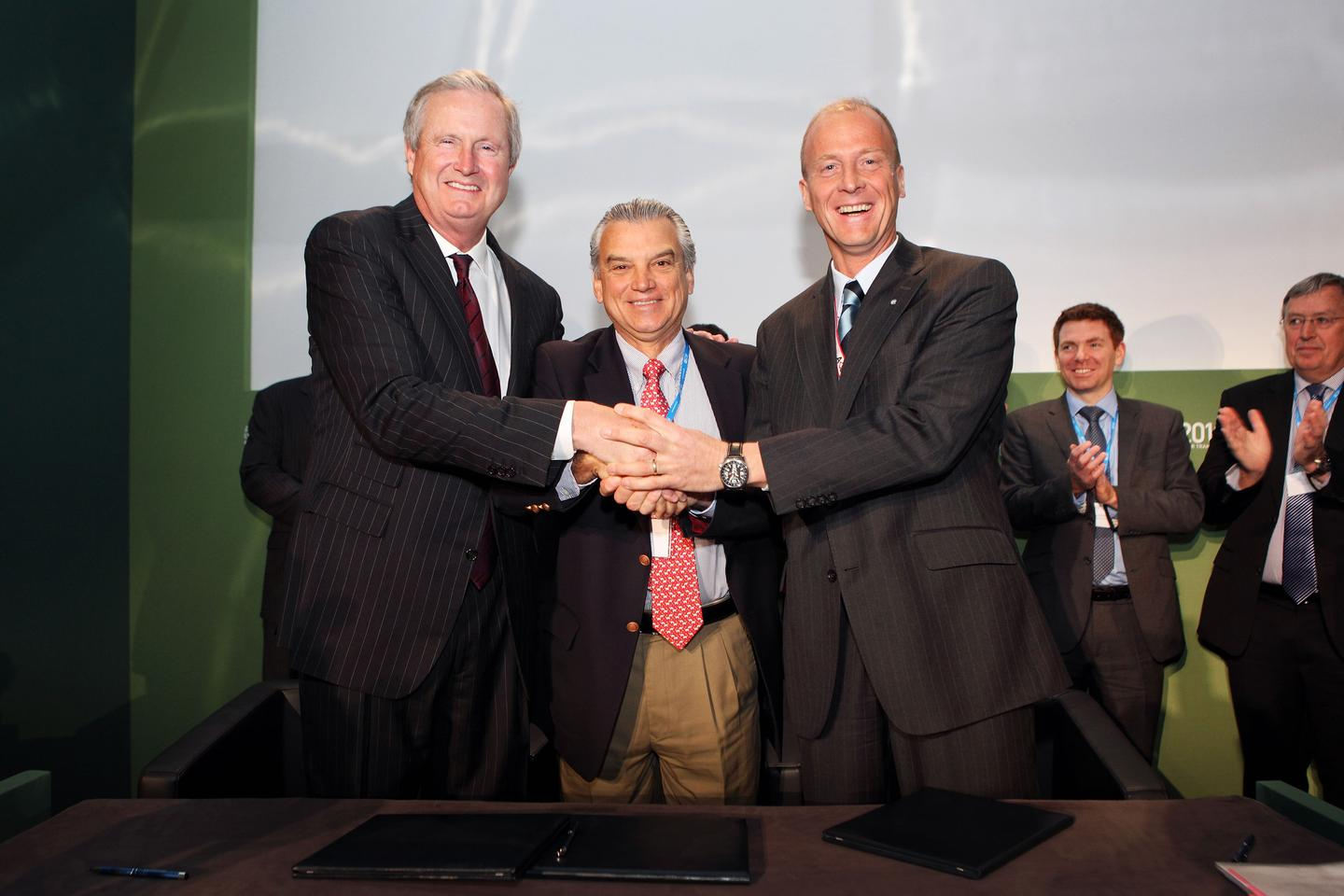 Boeing Commercial Airplanes President and CEO Jim Albaugh, Embraer Commercial Aviation President Paulo Cesar Silva and Airbus President and CEO, Tom Enders, shake hands on the aviation biofuel MoU