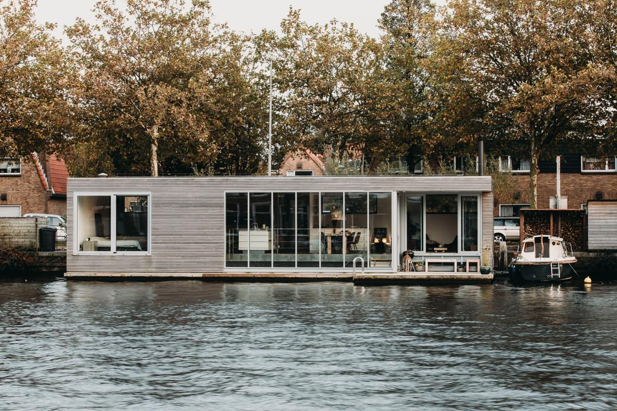 Dutch architectural studio vanOmmeren-architecten has completed an inspiring energy neutral floating home