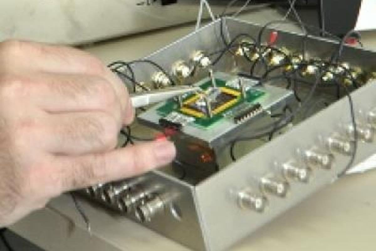 Tel Aviv University's explosive-detecting sensor (Image: AFTAU)