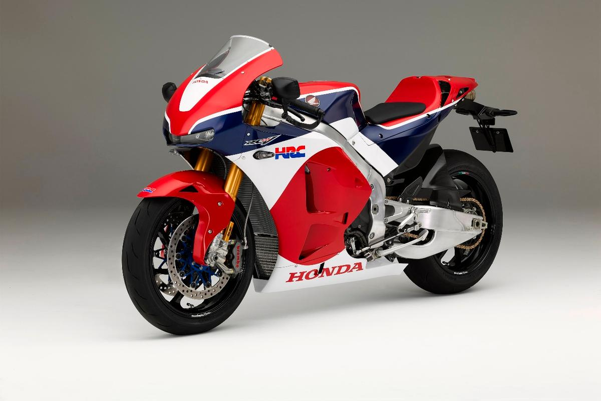 The RC213V-S can be ordered in either the Tricolor option or an unpainted carbon fiber finish