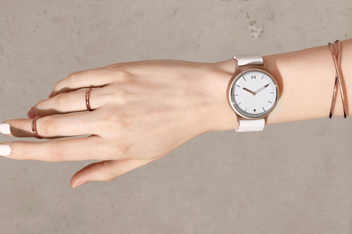 At first blush, the Misfit Phase smartwatch could be dismissively mistaken for a traditional, 41 mm analog watch