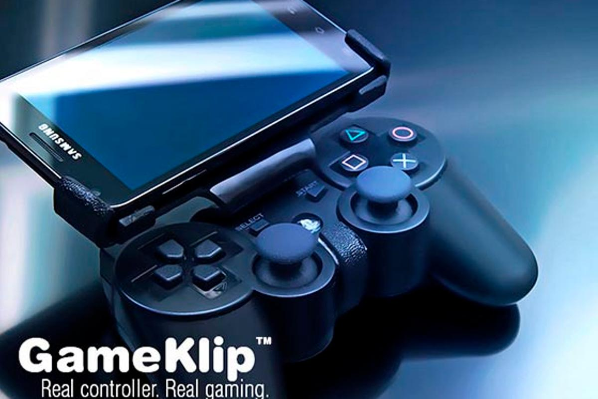 GameKlip in action - with Samsung phone and PS3 controller