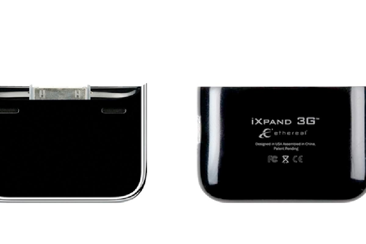 The iXpand 3G iPhone 3G charger snaps into place