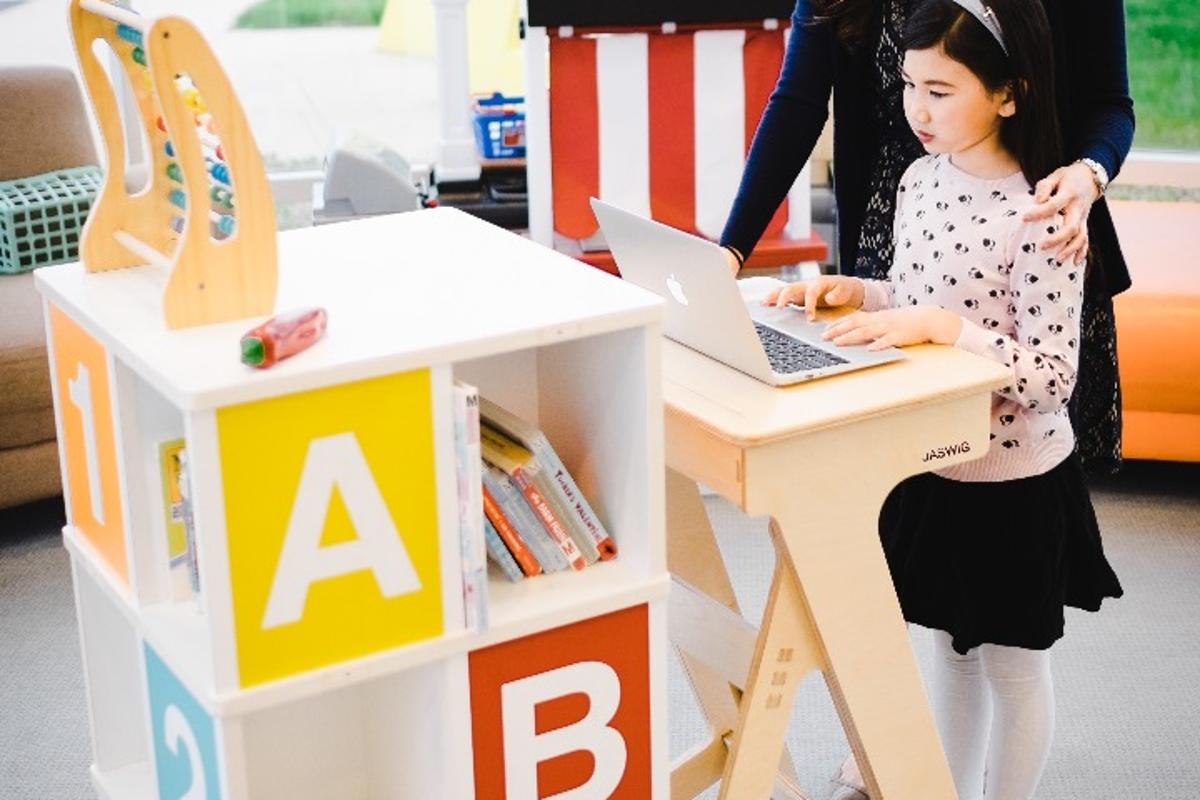 Jaswig has created a Kickstarter campaign to bring the StandUp desk to market