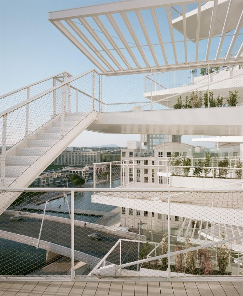 The exterior of L'Arbre Blanc is featured with irregular balconies intended to represent part of a tree
