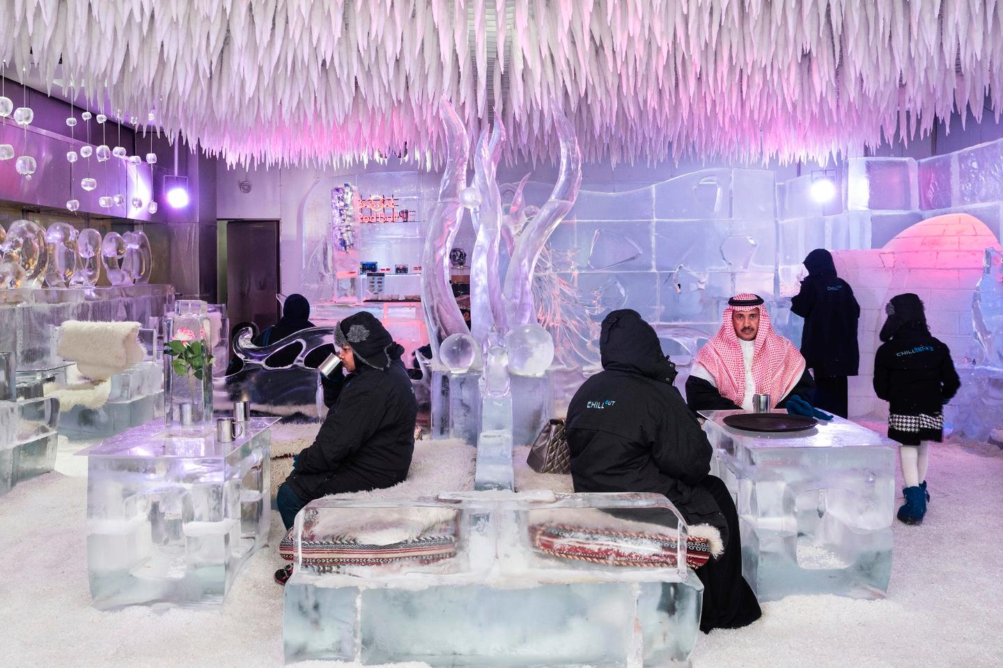 Nick Hannes winning series, Garden of Delight, was captured over five trips to Dubai across 2016 and 2017. The project tells the story of how the unique world of Dubai is creating a society that jarringly blends an exorbitant Western lifestyle with traditional Islamic values