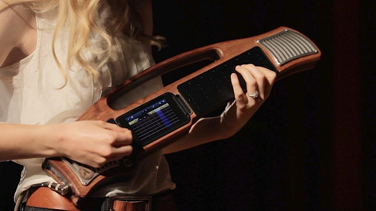 The Artiphon Instrument 1 in guitar mode