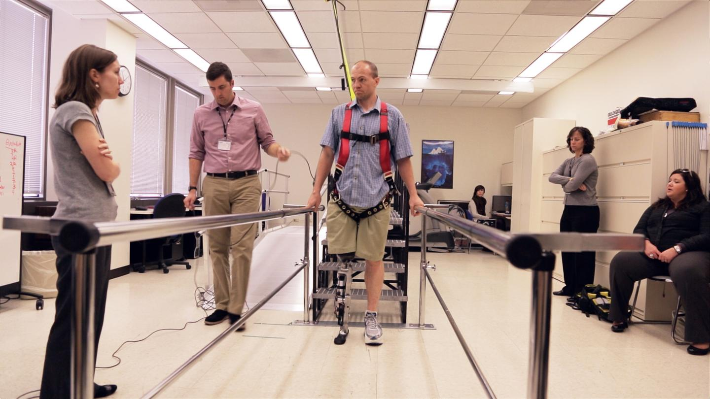 Zac Vawter tests a bionic leg at the Rehabilitation Institute of Chicago Center for Bionic Medicine