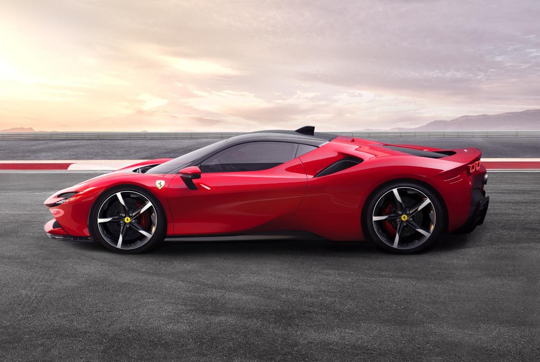 Meet The 986 Hp Sf90 Stradale Ferrari S New Awd Plug In Hybrid