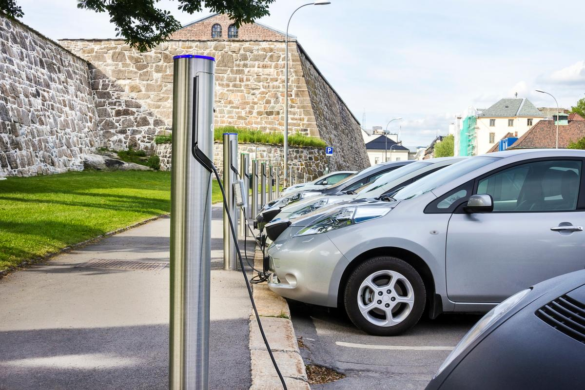 A new study has calculated the potential benefits of EV adoption on the US economy and public health
