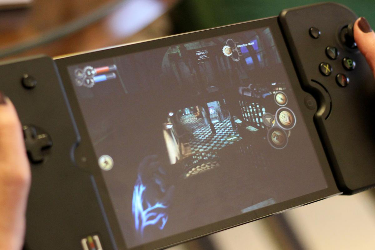 Wikipad's Gamevice turns the iPad and iPad mini into the powerful gaming machines that we always knew they could be (Photo: Will Shanklin/Gizmag.com)