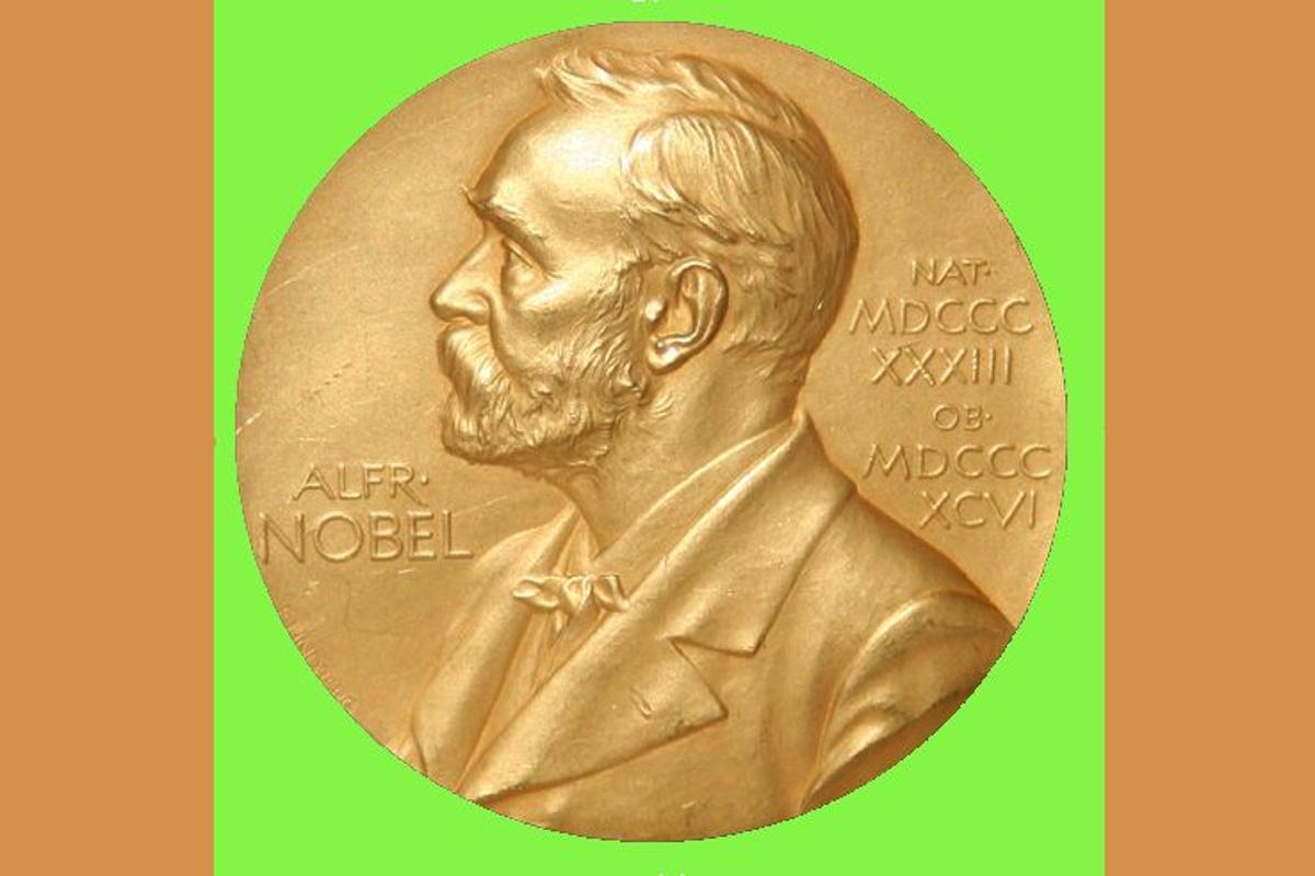 The Nobel Prize medal is awarded to honor the highest contributions to the sciences (Photo: Jonathunder)