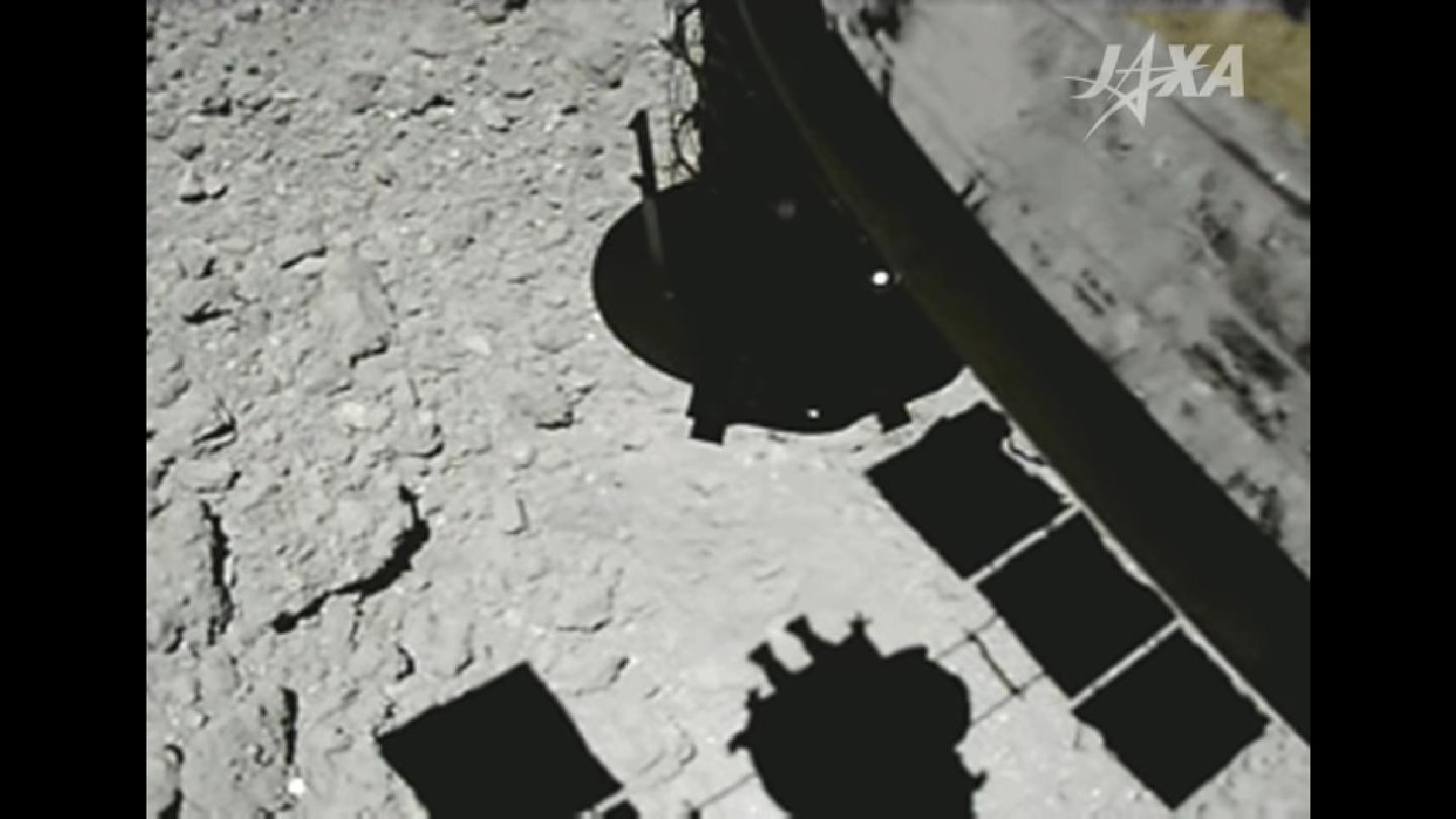 A stillcapturedfrom the video, showing Hayabusa 2 moments before touching down on Ryugu