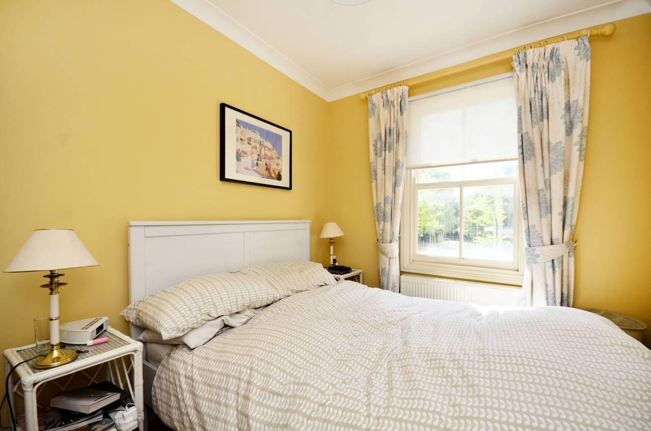 The upstairs contains a bedroom and bathroom (Photo: Foxtons)