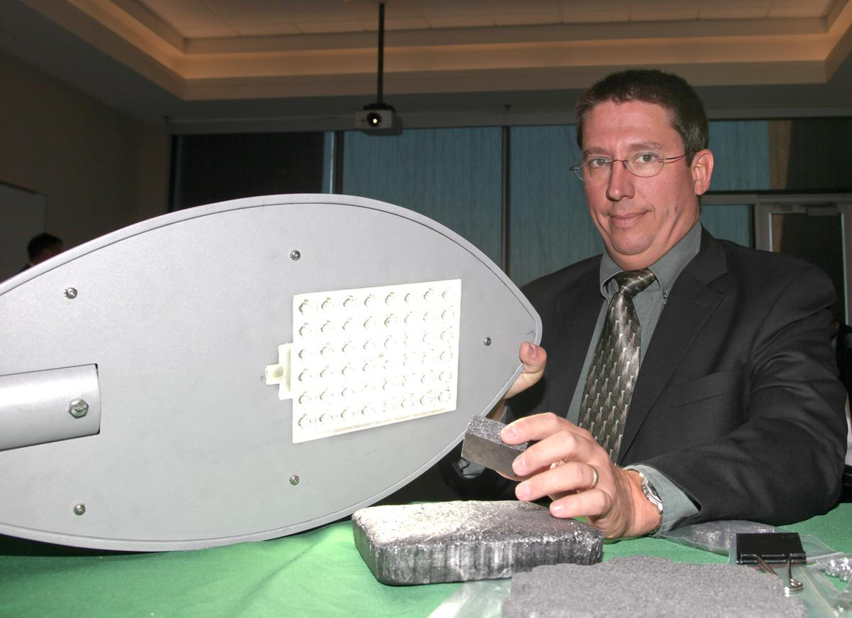 ORNL's James Klett with his LED-cooling graphite foam