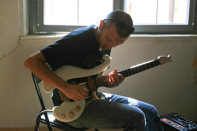 Guitarist Massimo Varini trying out a Di Donato guitar at the Musica A Fiorano Guitar Festival recently