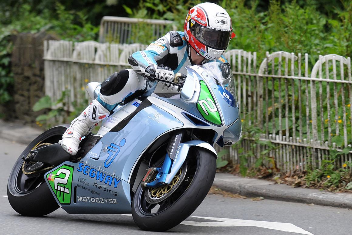 Michael Rutter at Braddon Bridge during the 2011 Isle of Man TT Zero race