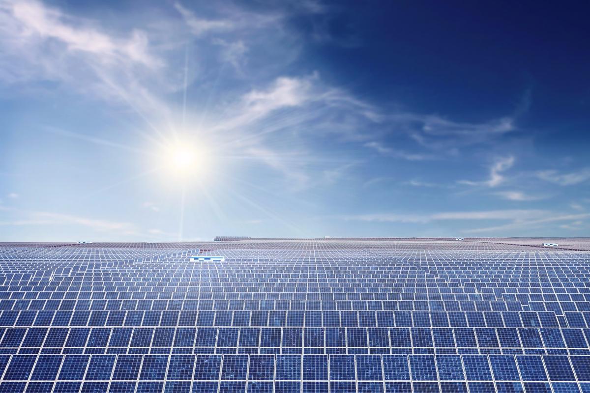 Half a million solar panels wereinstalled around the world every day in 2015