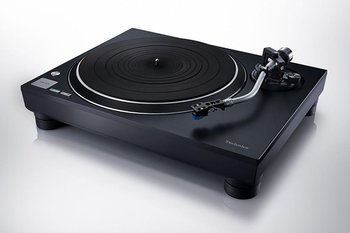 The SL-100C is a more affordable entry into the Technics SL turntable universe