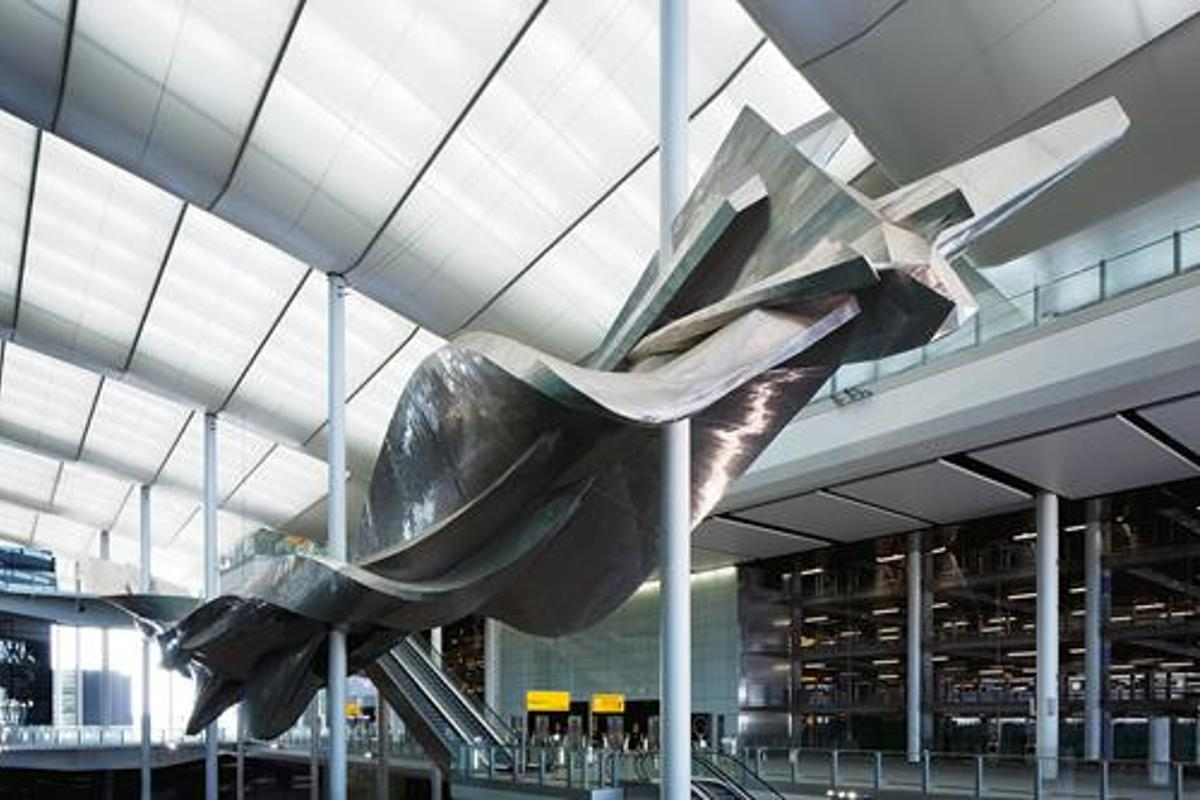 The 78m-long (256-ft) sculpture is suspended on four structural columns (Photo: Heathrow Airports Limited)