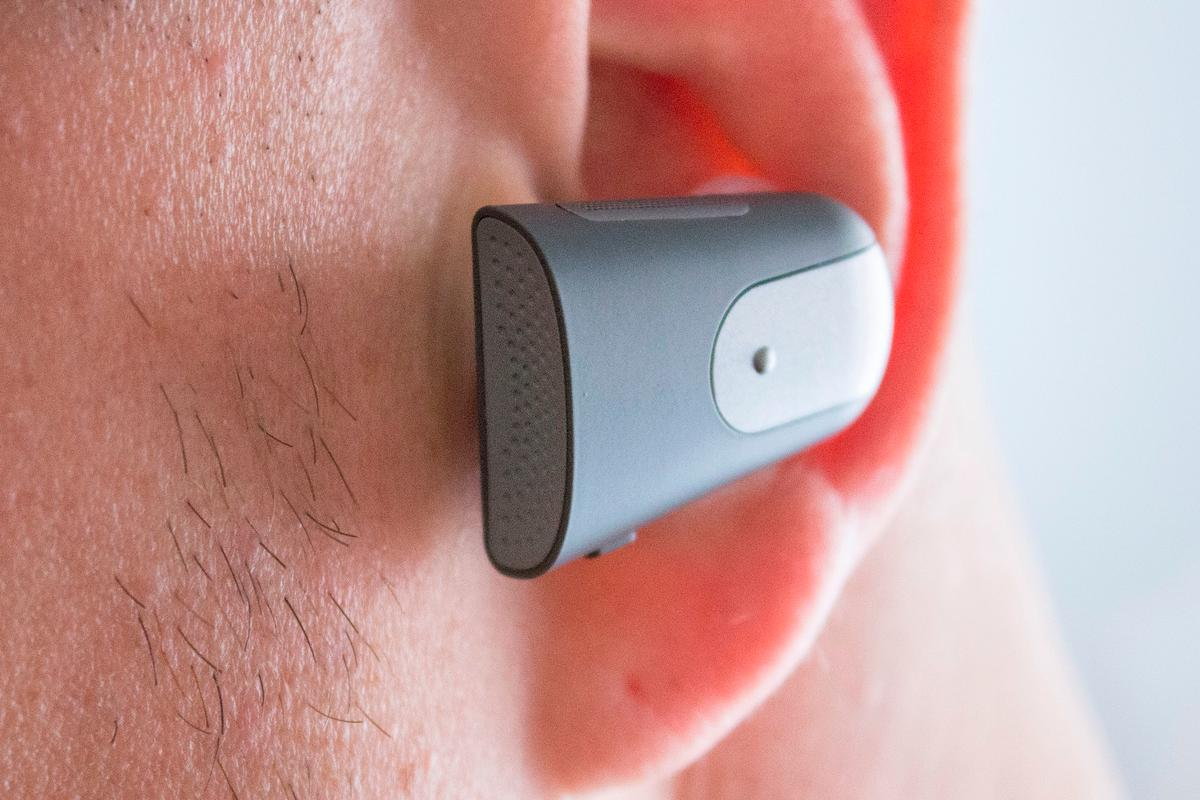Gizmag reviews the Soundhawk – a next-gen hearing wearable designed to help people hear better in places like noisy restaurants or movie theaters