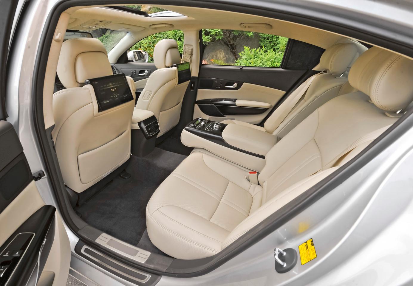 Kia Quoris interior (Image: Kia)