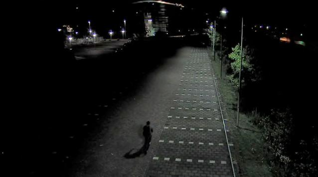 An experimental energy-saving streetlight system automatically dims the lights when no people or moving vehicles are in the area (Image: TU Delft)