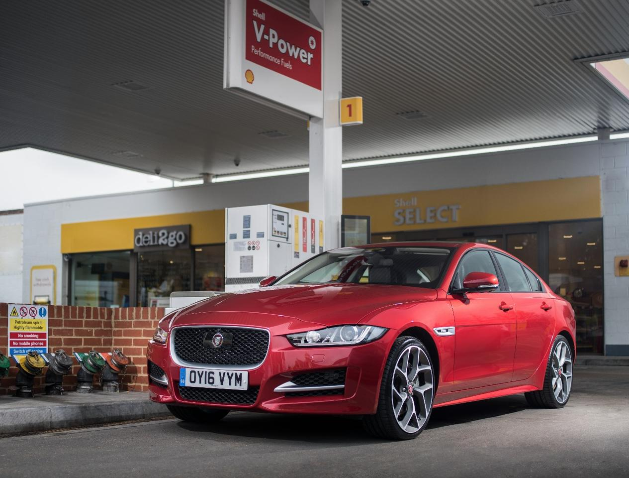 The Jaguar XEsupports the Shell mobile pay app