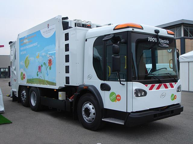 SITA Ile de France is getting ready to clean up with the world's first electric refuse truck to offer the same performance and power levels as fossil-fueled vehicles