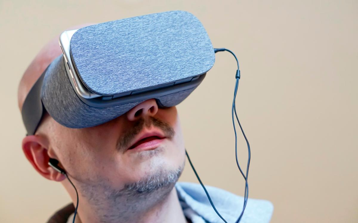 The fabric Daydream View in action