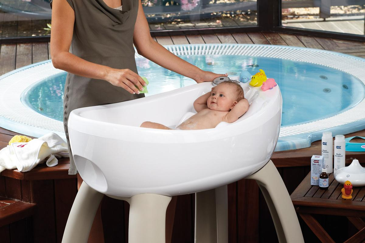 The BluBleu MagicBath features a 10 jet air massage system and underwater LEDs