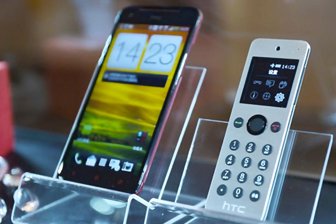 HTC gives a huge smartphone its own Mini feature phone